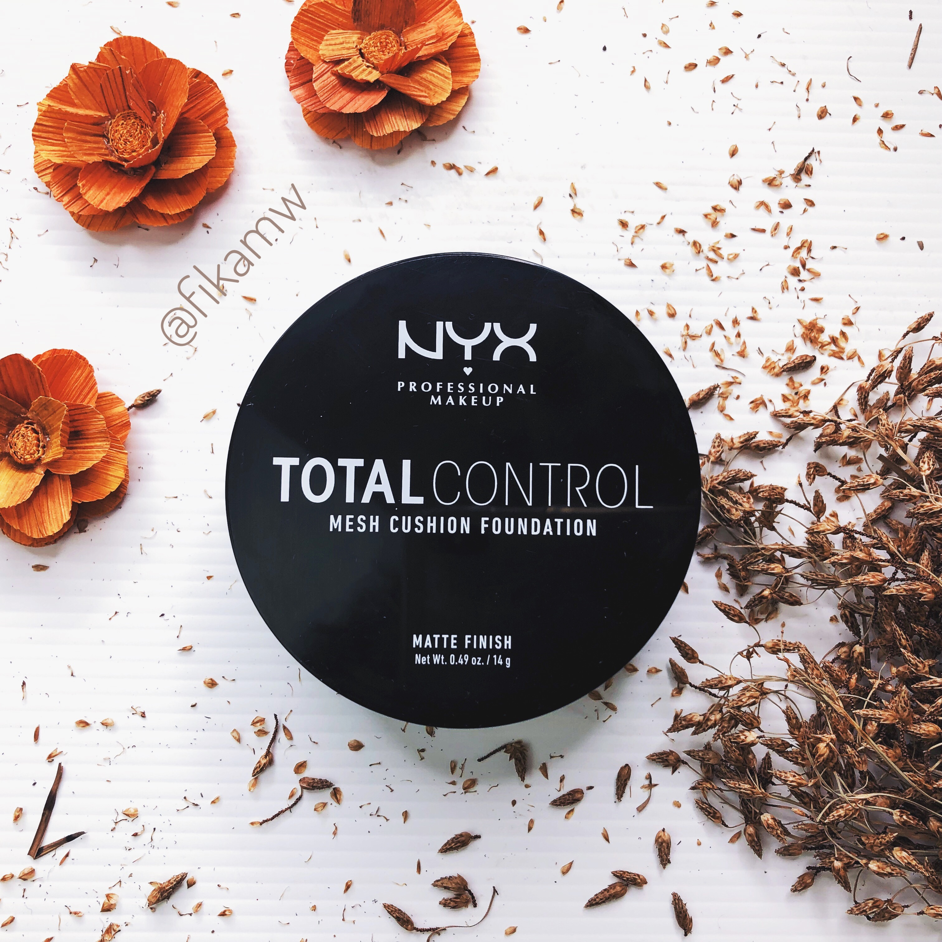 Review Nyx Total Control Mesh Cushion Foundation